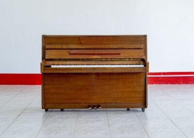 Nieer – Acoustic Upright Piano